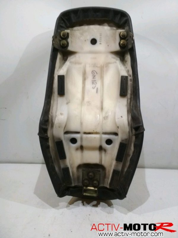 Suzuki – GN 125 – GN125 – 1998 – Selle